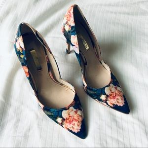 Rose floral pointy toe pumps
